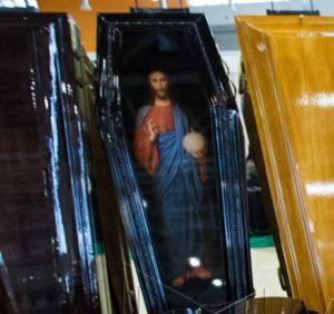 """Гроб """"VIP-Иисус"""" Махагон (Арт.: VIP-6И) на выставке """"НЕКРОПОЛЬ"""" Городская Похоронная Служба РИТУАЛ https://gps-ritual.ru/"""